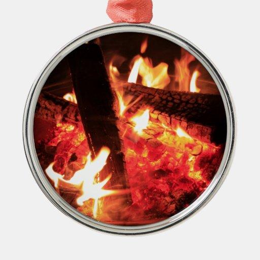 Porciones de fuego y de carbones adorno redondo plateado