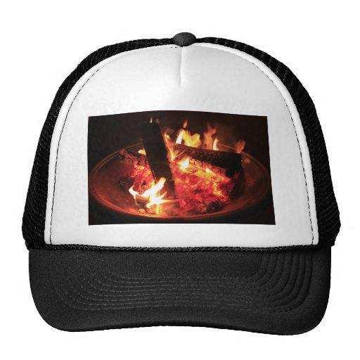 Porciones de fuego y de carbones gorras de camionero