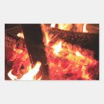 Porciones de fuego y de carbones pegatina rectangular