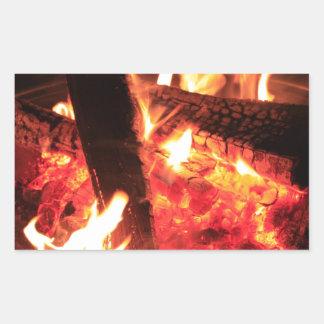Porciones de fuego y de carbones rectangular pegatina