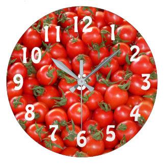Porciones de reloj de los tomates de cereza