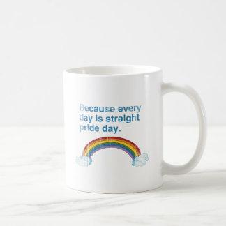 Porque cada día es día recto del orgullo apenado taza básica blanca