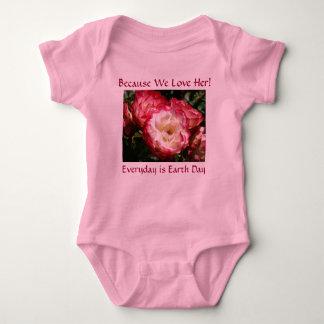 ¡Porque la amamos! Rosas rosados de las niñas Poleras