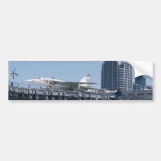 Portaaviones intermediario atracada en San Diego Pegatina De Parachoque