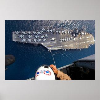Portaaviones según lo visto del helicóptero de Sea Poster