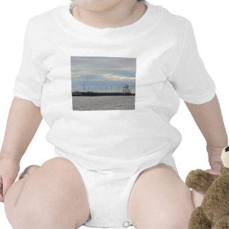Portacontenedores descargada traje de bebé