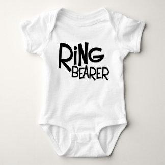Portador de anillo del inconformista mameluco de bebé