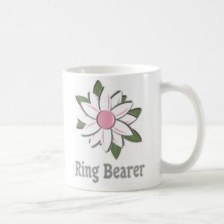 Portador de anillo rosado de la flor taza de café
