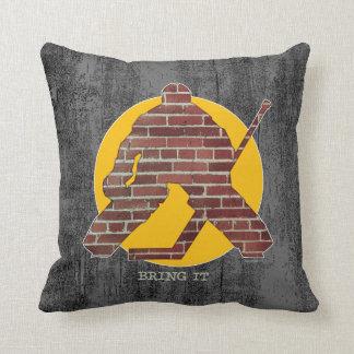 Portero de la pared de ladrillo almohadas