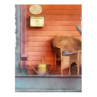 Pórtico con la regadera de cobre amarillo tarjeta postal