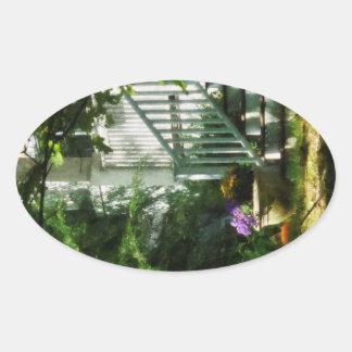 Pórtico con la urna y la calabaza pegatinas oval personalizadas