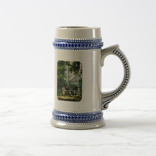 Pórtico con la urna y la calabaza taza