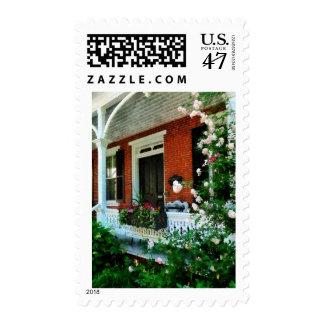 Pórtico con los rosas que suben timbres postales