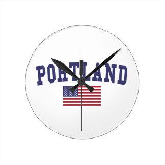 Portland O bandera de los E.E.U.U. Reloj Redondo Mediano