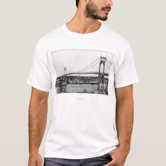 Portland, O vista del puente de St. John encima Playera