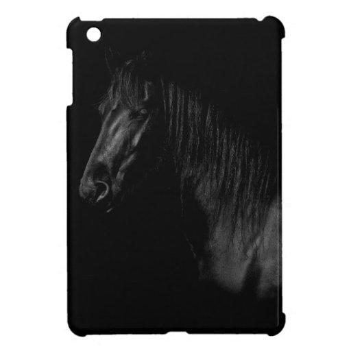 Portrait elegantes de una Friesen negra caballo