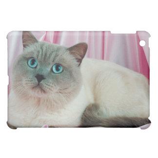 Portrait of cat 4 iPad mini case