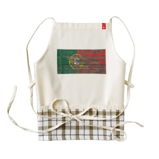 Portuguese Flag on Rough Wood Boards Effect Zazzle HEART Apron
