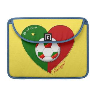"Portuguese SOCCER Team. Fútbol de ""PORTUGAL"" Fundas Para Macbook Pro"