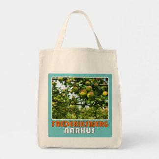 Pose - Æbler Tote Bag