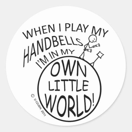 Poseer pocos Handbells del mundo Pegatina Redonda