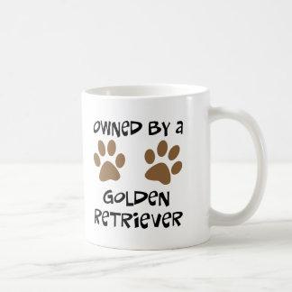 Poseído por un golden retriever taza de café
