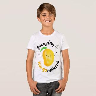 Positive Mango Pun - Everyday is Mangonificent T-Shirt