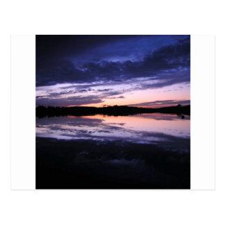 Posluminiscencia de la puesta del sol postales