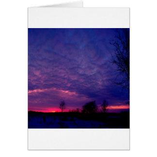 Posluminiscencia de la púrpura de la puesta del so tarjeta de felicitación