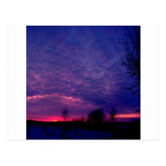 Posluminiscencia de la púrpura de la puesta del tarjeta postal