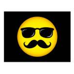 Postal amarilla incógnita del smiley del bigote