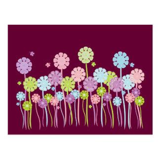 Postal bonita de las flores y de las mariposas del