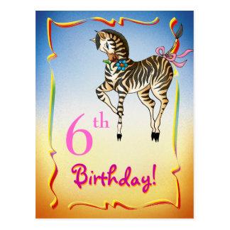 Postal bonita del feliz cumpleaños con la cebra