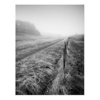 Postal brumosa del campo de Wiltshire
