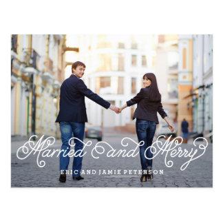 Postal casada y feliz de la tarjeta de la foto del