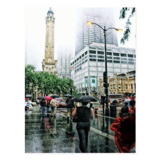 Postal céntrica del día lluvioso de Chicago