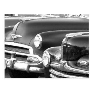 Postal clásica blanco y negro de los coches