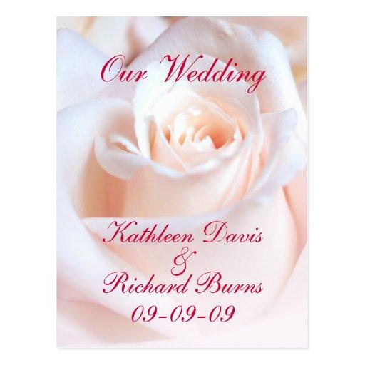 Postal color de rosa romántica de la invitación de