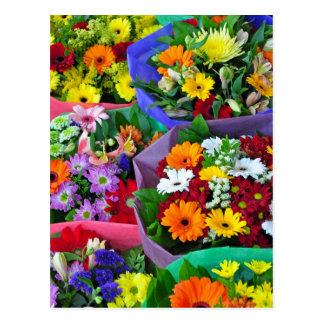 Postal colorida de la impresión de las flores del