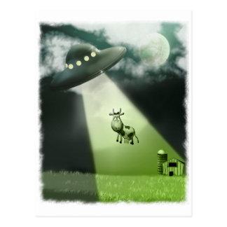 Postal cómica de la abducción de la vaca del UFO
