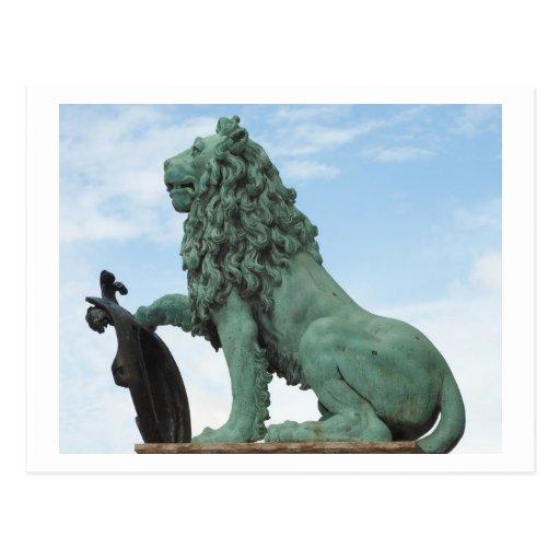 Postal con la estatua del león