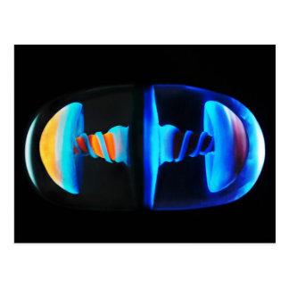 Postal de cristal anaranjada y azul de la cápsula