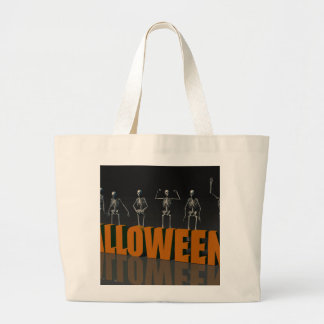 Postal de Halloween con la muchedumbre esquelética Bolsa Tela Grande