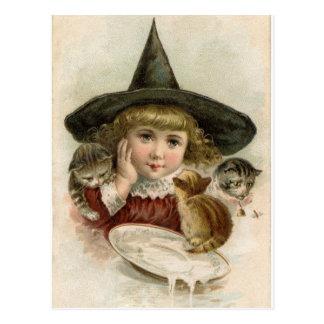 Postal de Halloween de los gatitos del chica de la