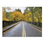 Postal de Hwy 30 de la garganta del río Columbia