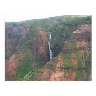 Postal de la cascada de la montaña de Kauai