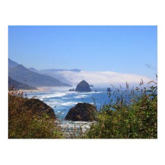 Postal de la costa de Oregon de la roca del Haysta