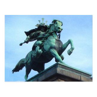 Postal de la estatua del guerrero del samurai