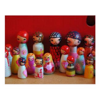 Postal de la familia de la muñeca de la clavija