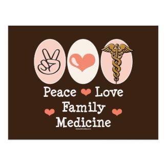 Postal de la medicina de familia del amor de la pa